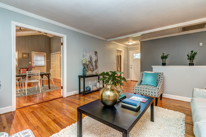 Home-Staging-Tips-Living-Room_4-696x464
